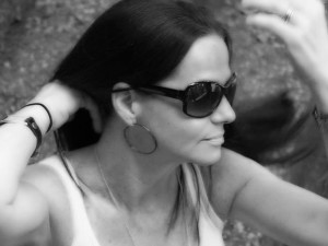 Black and white picture of woman wearing sunglasses