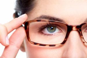 woman wearing tortoiseshell glasses